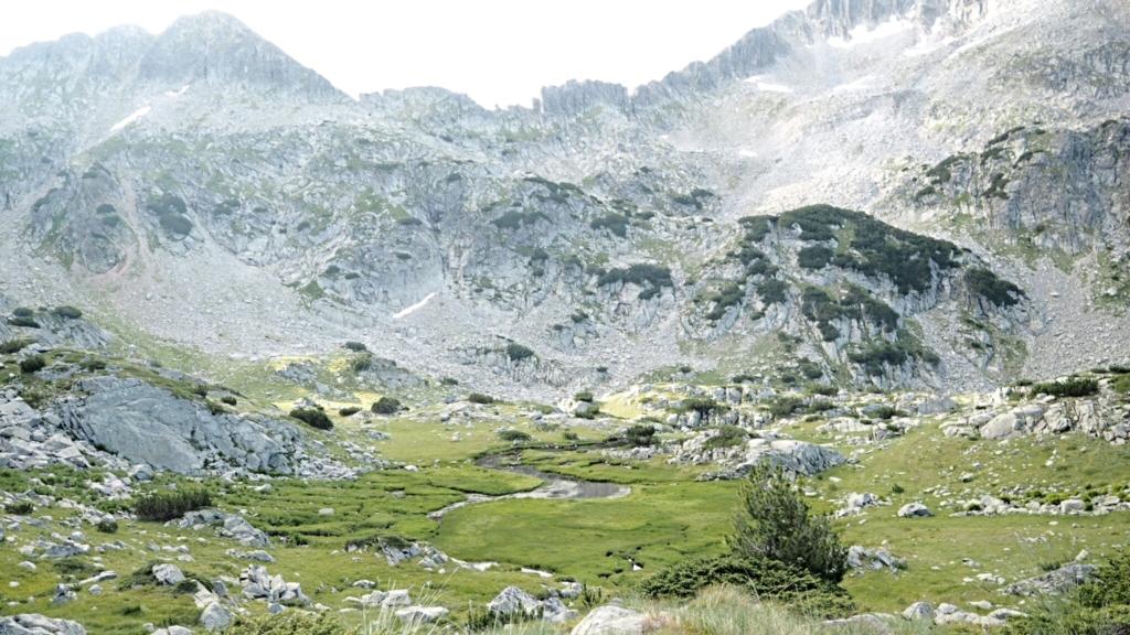 Ще захождаме вр. Каменица..напът към многото скали :))