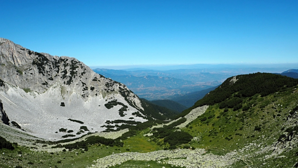 По пътя за Синаница, отляво се подава върха :)