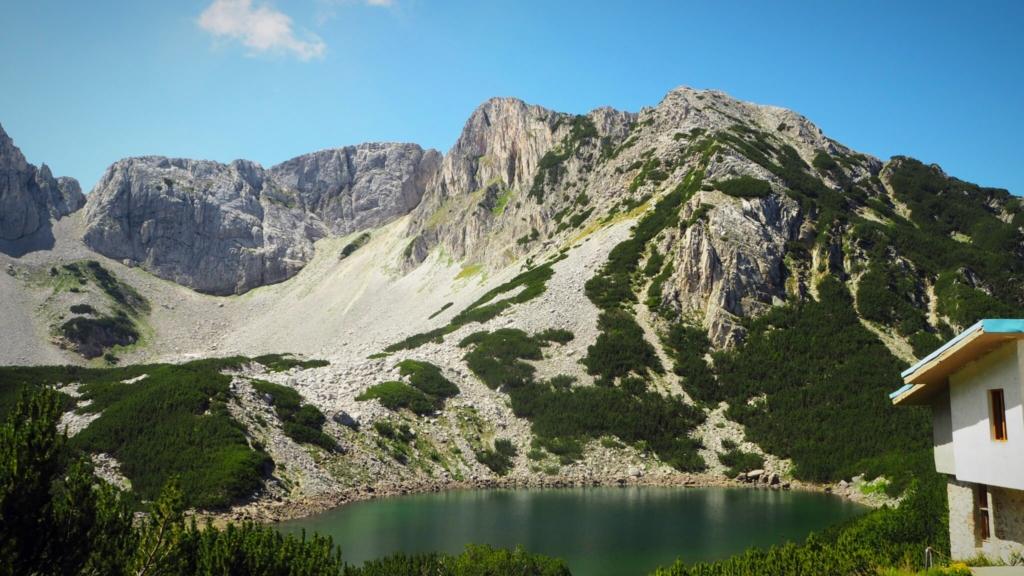 Връх Синаница и езерото :)