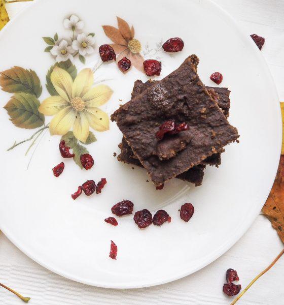 Брауни с черен шоколад и боровинки